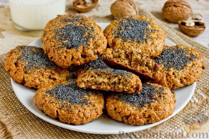 Фото к рецепту: Овсяное печенье с грецкими орехами, семенами подсолнечника и маком