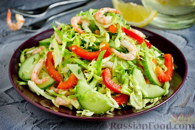 Фото к рецепту: Салат с креветками, молодой капустой, огурцами и болгарским перцем