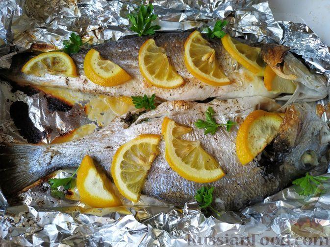 Фото к рецепту: Сибас и дорадо, запечённые в духовке