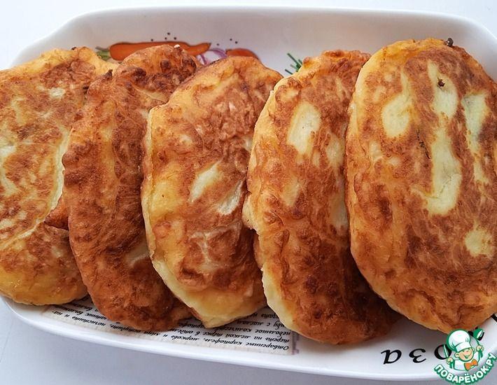 Рецепт: Картофельные пирожки с солеными огурцами