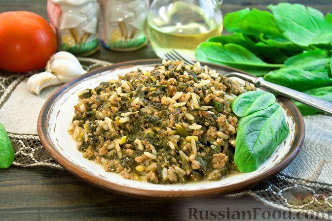 Фото к рецепту: Рис с фаршем, шпинатом и помидорами (на сковороде)