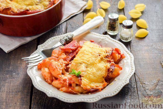 Фото к рецепту: Макароны, запечённые с копчёной колбасой и томатным соусом, под сыром