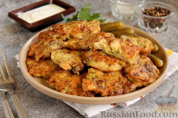 Фото к рецепту: Рубленые котлеты из куриного филе, сердечек и кабачков