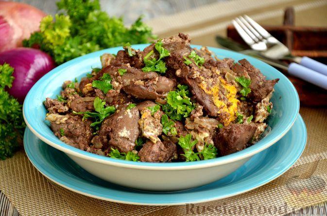 Фото к рецепту: Куриная печень, жаренная с луком и яйцами