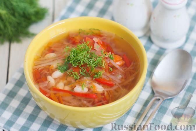 """Фото к рецепту: """"Ленивые"""" щи из свежей капусты с фасолью и овощами"""