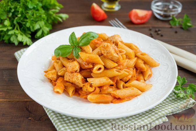 Фото к рецепту: Макароны с курицей и овощами, на сковороде