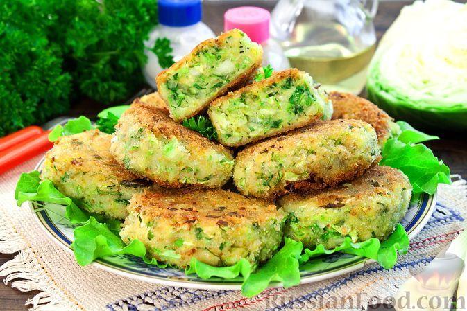 Фото к рецепту: Котлеты из капусты и кабачков, с картофелем и сыром