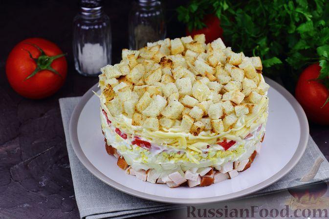 Фото к рецепту: Слоёный салат с копчёной курицей, помидорами, сыром и яйцами