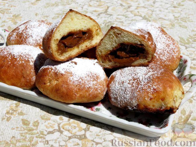Фото к рецепту: Творожные пончики с варёной сгущёнкой (в духовке)