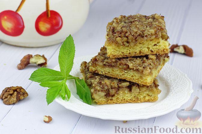 Фото к рецепту: Песочное печенье-квадратики с орехами и джемом