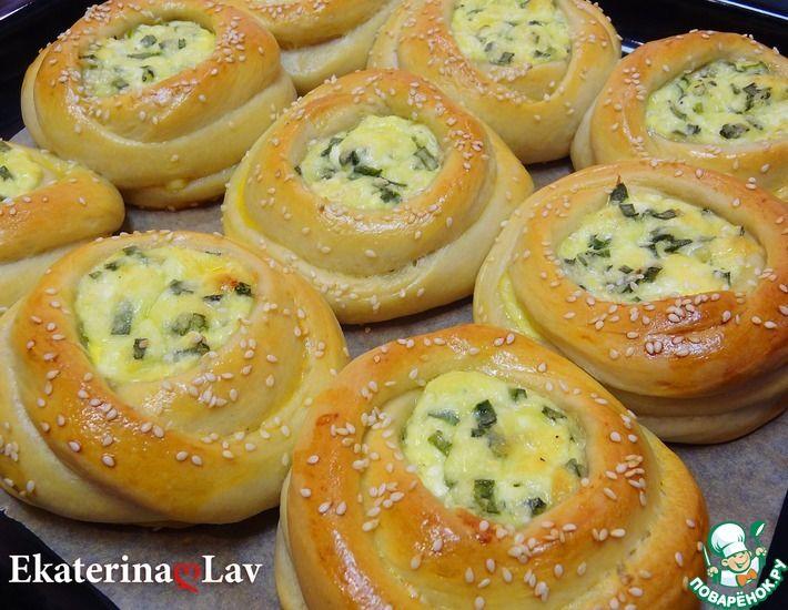 Рецепт: Ватрушки с сыром и зеленым луком