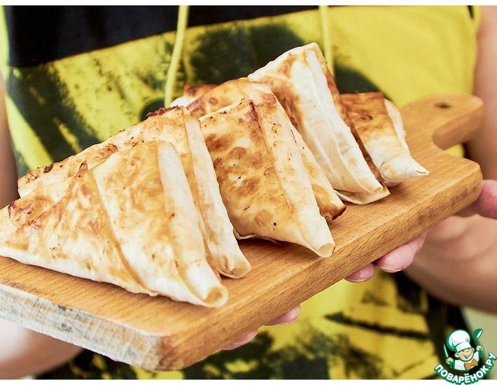 Рецепт: Конвертики из лаваша с сырно-томатной начинкой