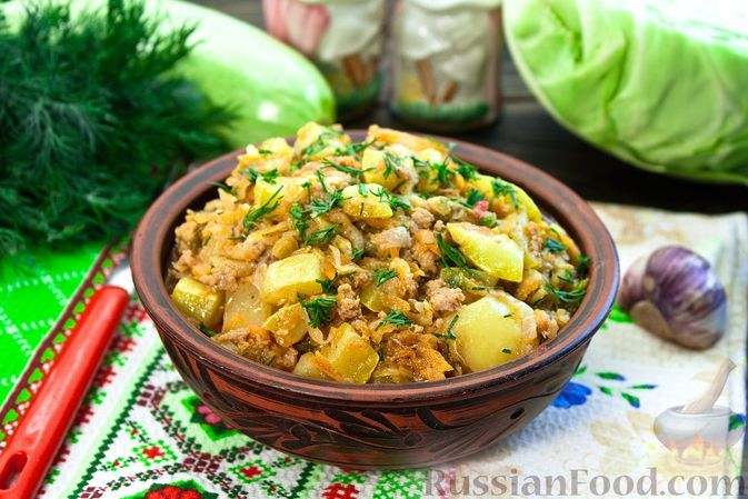 Фото к рецепту: Рагу с кабачками, картошкой, молодой капустой и фаршем