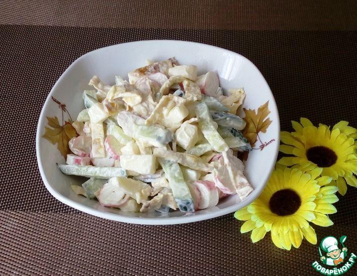Рецепт: Салат с сулугуни и крабовыми палочками