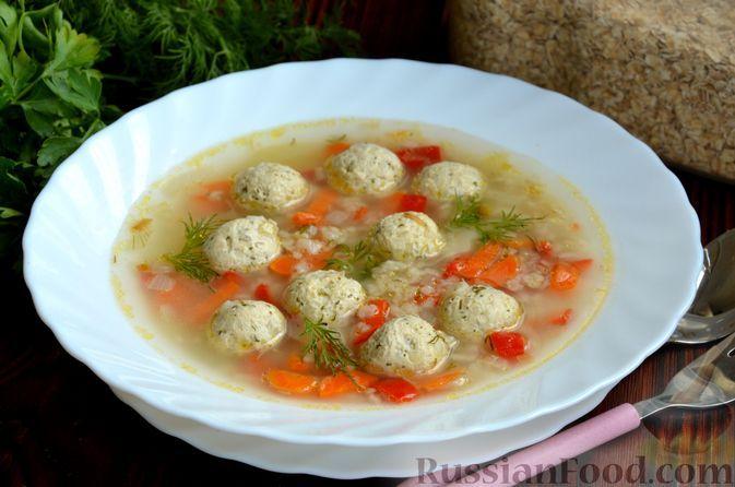 Фото к рецепту: Суп с куриными фрикадельками, сладким перцем и овсяными хлопьями