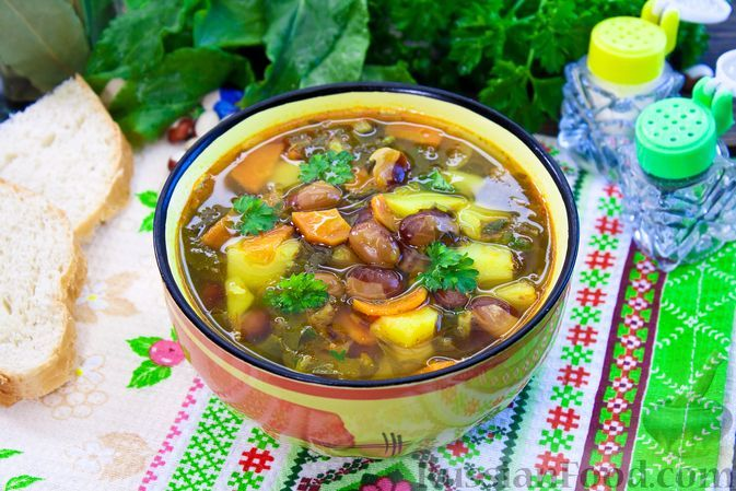 Фото к рецепту: Постный фасолевый суп со щавелем