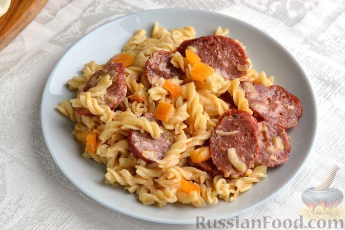 Фото к рецепту: Макароны, запечённые с колбасой
