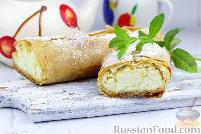 Фото к рецепту: Штрудель со сладкой творожной начинкой