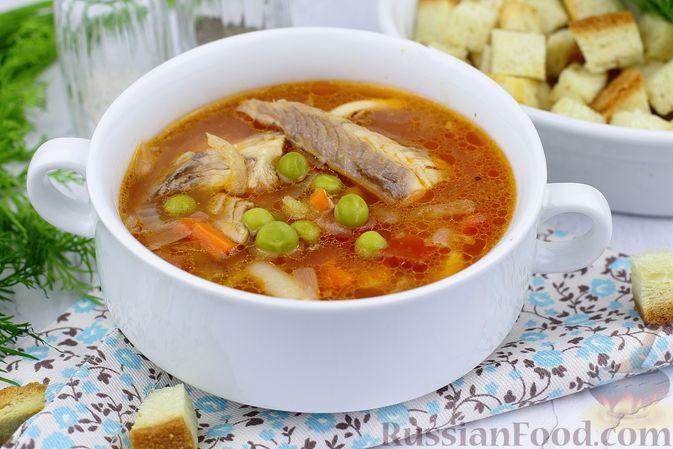 Фото к рецепту: Томатный суп с рыбой и зелёным горошком