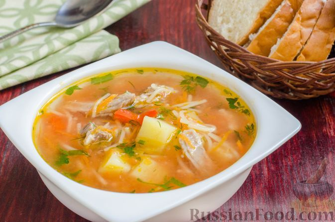 Фото к рецепту: Суп со свиными рёбрами, помидорами, вермишелью и сладким перцем