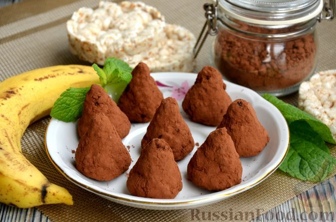Фото к рецепту: Конфеты из злаковых хлебцев с бананом и какао