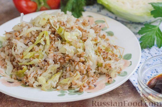 Фото к рецепту: Гречневая каша с капустой