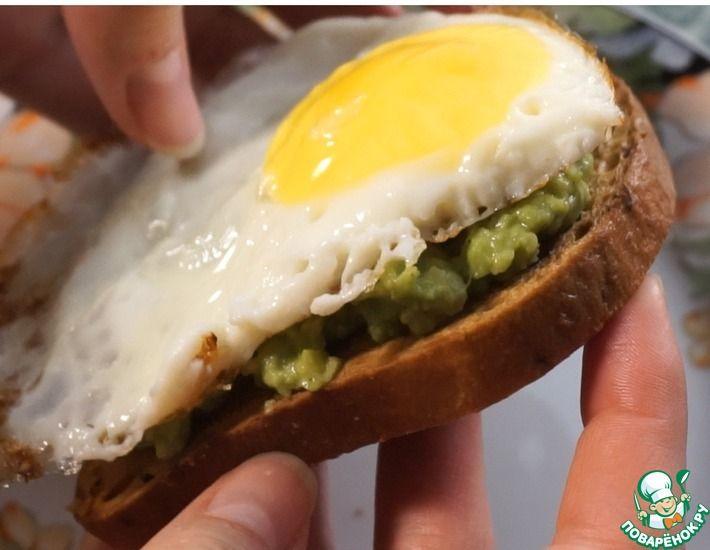 Рецепт: Тост с авокадо и яйцом