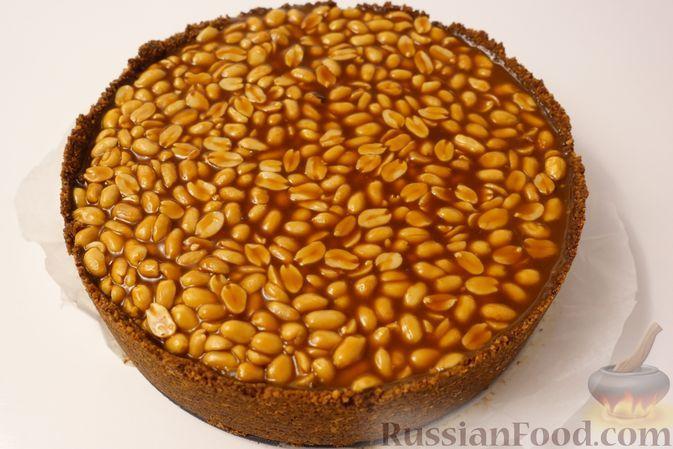 Фото к рецепту: Карамельный чизкейк с арахисом