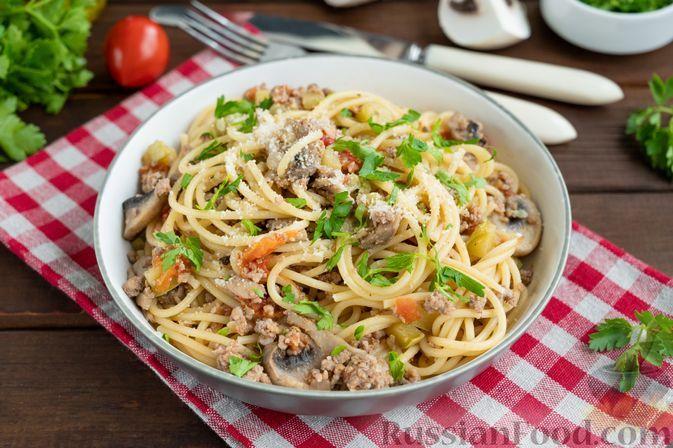 Фото к рецепту: Спагетти с фаршем, кабачками, помидорами и грибами