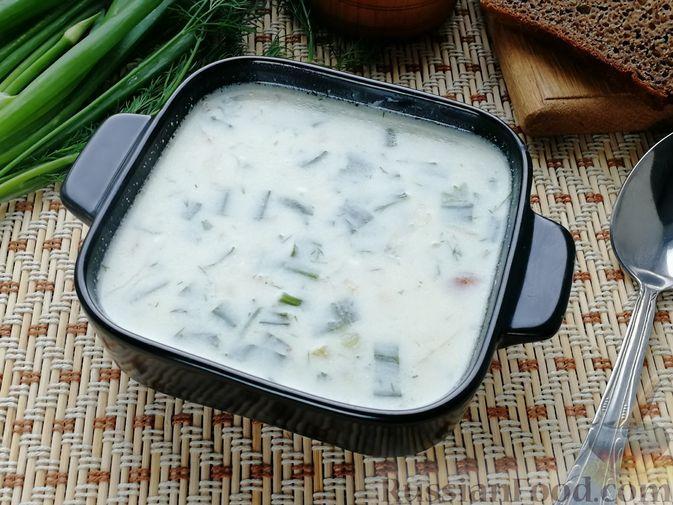 Фото к рецепту: Сырный суп с молодым зелёным луком и картофелем