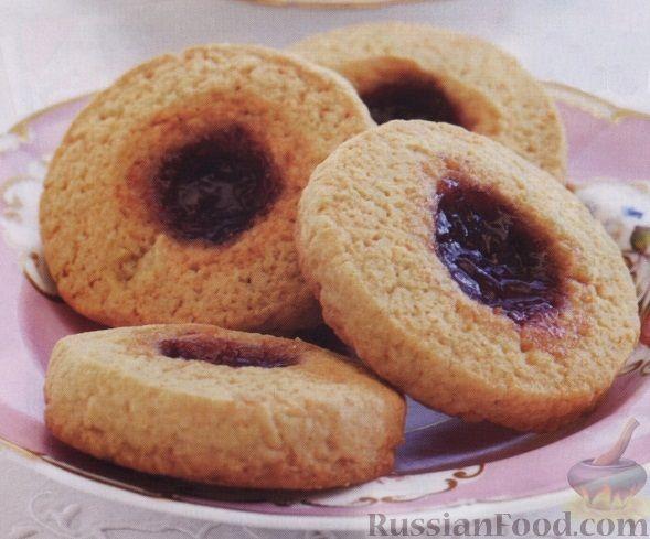 Фото к рецепту: Песочное печенье с клубничным джемом
