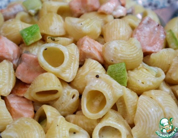 Рецепт: Паста с лососем и кабачками
