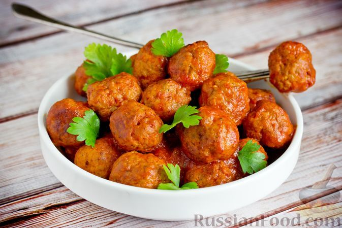 Фото к рецепту: Тефтели из говядины, тушенные в томатном соке