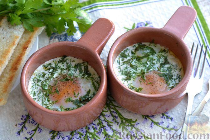 Фото к рецепту: Яйца кокот с зеленью и сливками