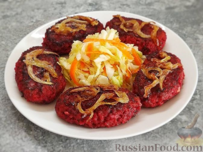 Фото к рецепту: Котлеты из говядины, свёклы и картофеля