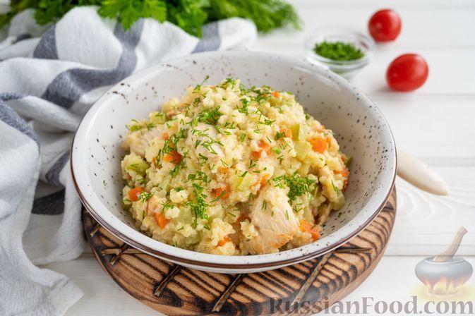 Фото к рецепту: Пшённая каша с курицей и кабачком, на сковороде