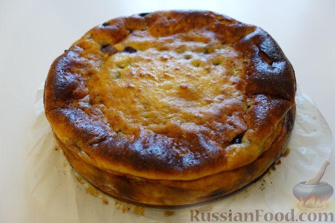 Фото к рецепту: Пирог из рикотты с голубикой (без муки)