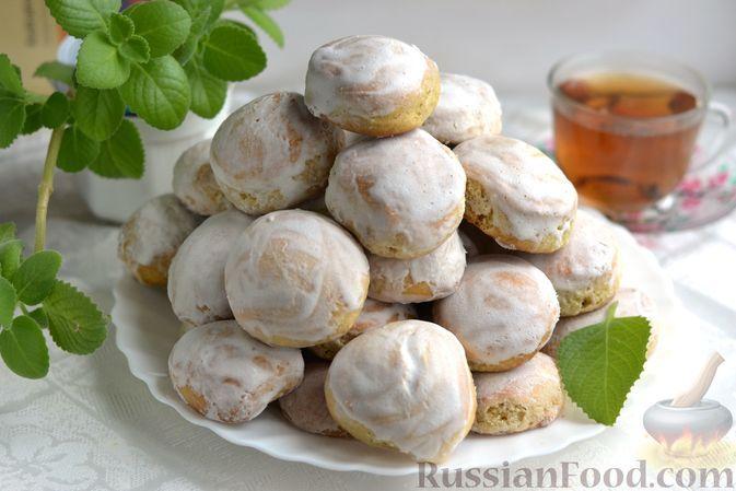 Фото к рецепту: Мятные пряники в белково-сахарной глазури