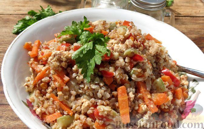 Фото к рецепту: Гречка с фаршем, кабачками и сладким перцем (на сковороде)