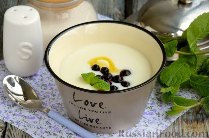 Фото к рецепту: Молочная манная каша в микроволновке