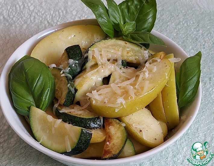 Рецепт: Тёплый салат из яблок и цуккини