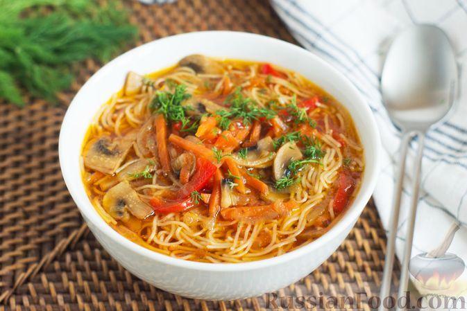 Фото к рецепту: Суп с фунчозой, овощами и соевым соусом