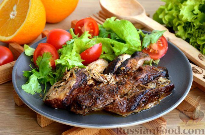 Фото к рецепту: Свинина, запечённая в пряном цитрусовом маринаде