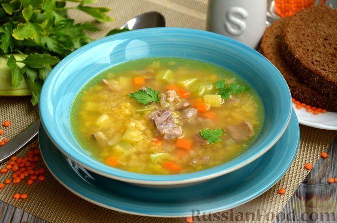 Фото к рецепту: Говяжий суп с чечевицей и кабачками