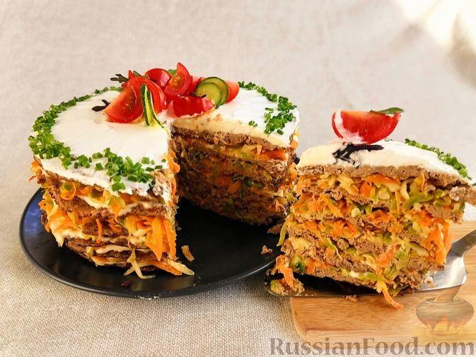Фото к рецепту: Закусочный печёночный торт с кабачками