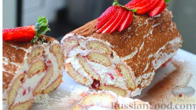 Фото к рецепту: Клубничный десерт из печенья савоярди и сливочного крема