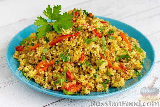 Фото к рецепту: Кускус с овощами и фаршем, на сковороде