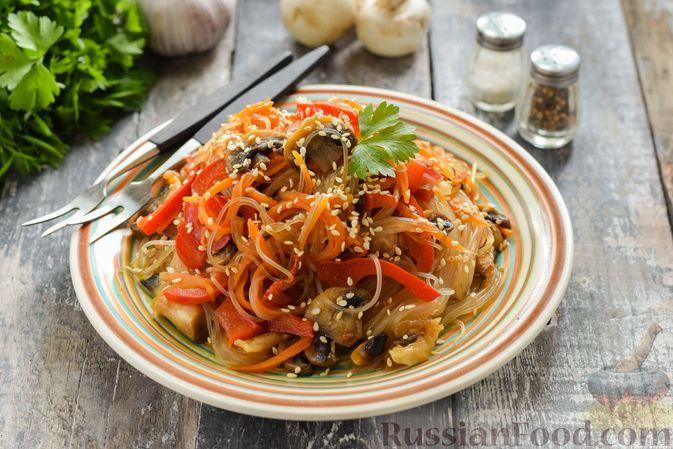 Фото к рецепту: Фунчоза с грибами и овощами