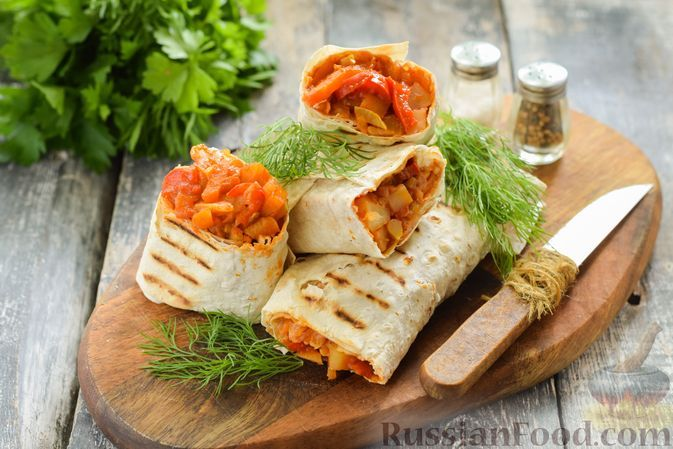 Фото к рецепту: Рулет из лаваша с картофелем, кабачками, капустой и перцем