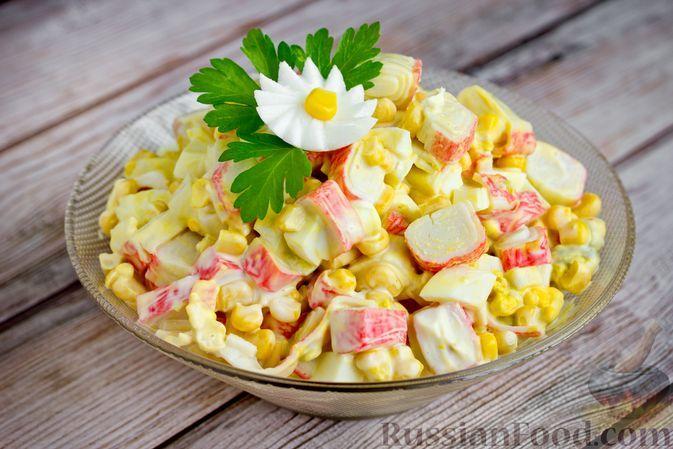 Фото к рецепту: Салат из крабовых палочек, кукурузы и яиц